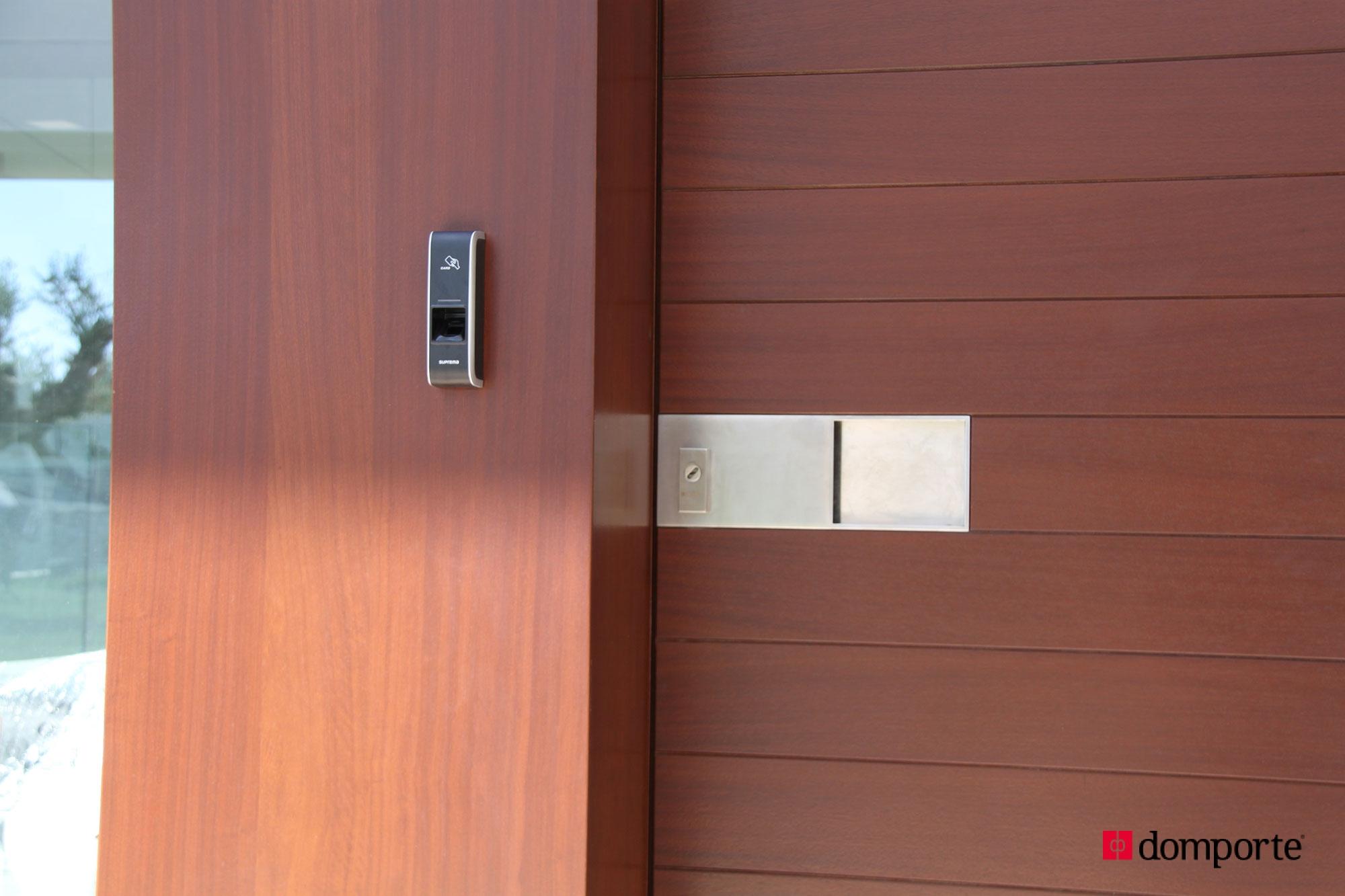 poser une porte de service good comment poser une porte d entr e leroy merlin porte entree. Black Bedroom Furniture Sets. Home Design Ideas