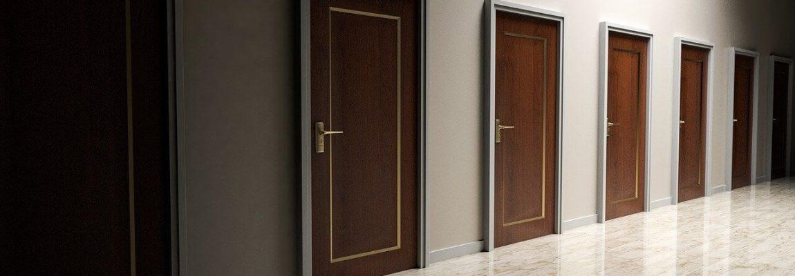 Pourquoi choisir des portes faites sur mesure pour votre maison